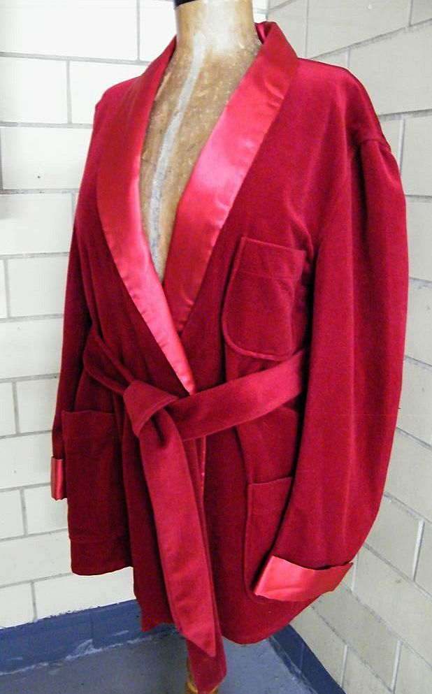 Vintage Men's Lounging Robe / Smoking Jacket..Shawl Collar & Belt..Wine..Excellent Condition!