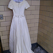 SOCIETY GIRL...Designer Wedding Gown..Organdy & Taffeta Lining..Applique Neck & Sleeves..Short