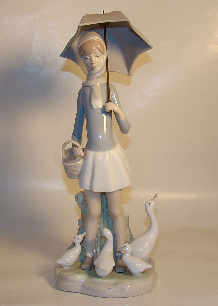 "Lladro Figurine – ""Girl With Umbrella"" – Closed Edition – c. 1969"