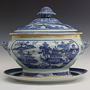 Large Nanking Chinese Export Porcelain Soup Tureen