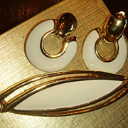 "3 1/4"" Long & Sleek MONET Enameled Gold Tone MOD Brooch & Door Knocker Clip Earrings"