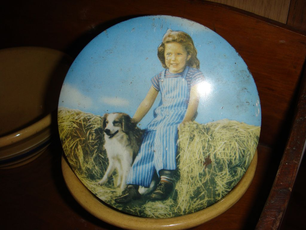 Adorable Candy Tin Little Girl and Her Dog! Embassy Toffee/Australia