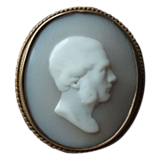 An Early Shell Cameo Brooch, 15K Red Gold Mount - ESTATE