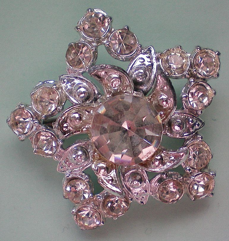 Dazzling Rhinestone Star Pin
