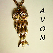 Avon Owl Pendant - Gold tone Articulated