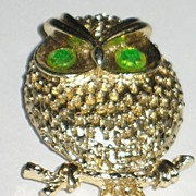 Marked Sarah Coventry Owl Pin w/Vaseline Rhinestones