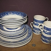 Service of 4 Unmarked Blue Willow Dinner Ware