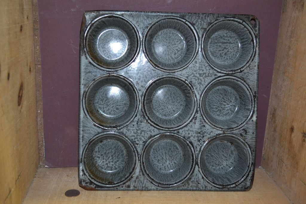 Grey Mottled Graniteware 9 Hole Muffin Tin