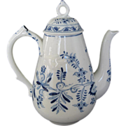 Meissen Crossed Swords Hard Paste Large Coffee or Tea Pot, Blue Onion Style Pattern.