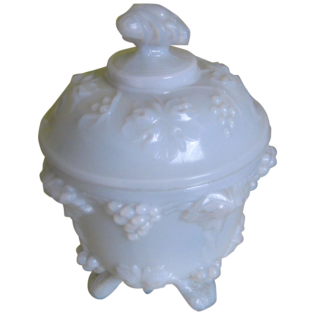 Portieux/Vallerysthal Vigne (Grape Pattern) Covered Dish - White Opaline