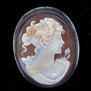 Beautiful carved shell cameo brooch/pendant in signed Italy 925 frame