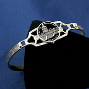 Washington DC Capitol Building Souvenir bracelet smaller wrist at 2 x 1 13/16 ID