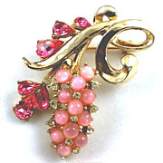 Pretty gold tone floral brooch creamy pink beads crystal rhinestones & dark tear drops