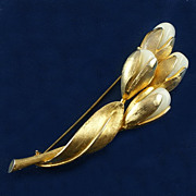 Long floral brooch with unusual opaque stone buds gold tone really nice