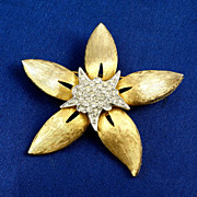 Brushed gold tone Starfish shaped brooch pave set crystal rhinestones
