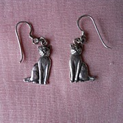 Adorable Sitting Cat Dangling Earrings for Pierced Ears