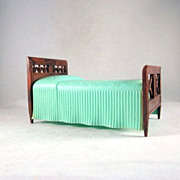 "Renwal 3/4"" No. 81 Twin Bed with a Green Spread Dollhouse Furniture"