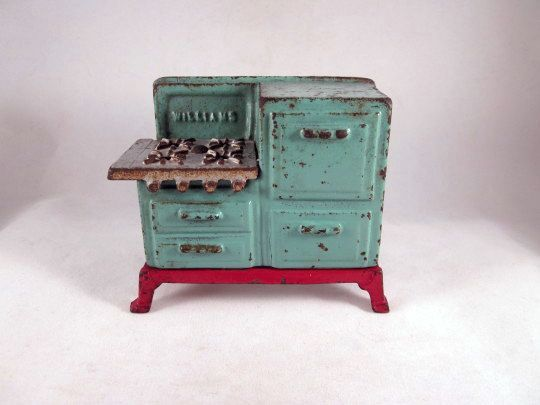 'Williams' Cast Iron Toy Stove