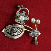 SALE Vintage Damascene Faux Pearls and Gold Inlay Flower Brooch Pin