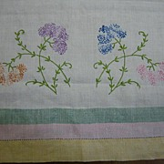 Vintage table runner linen w embroidery