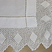 B2111 Vintage table runner early 20th C  w lace edge