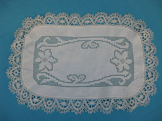 Vintage doily linen w lace handmade 20's