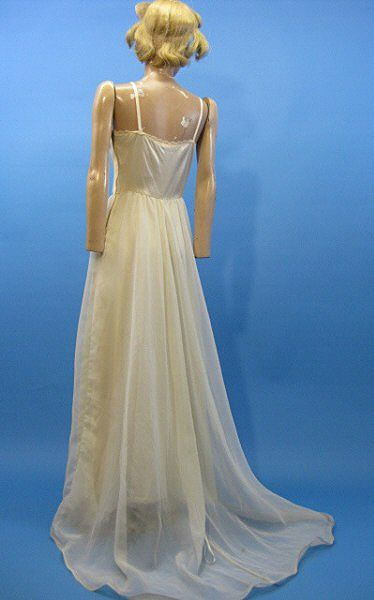 B2610 Vintage slip bridal wedding 1970s era trained