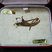 Genuine OPAL Brooch set in 9 Carat gold - Original Presentation Box