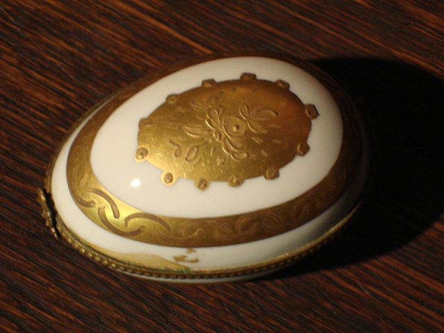 French Limoges Hand Painted Real Gold Pill Box