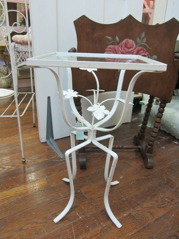 Cutest Vintage Wrought Iron Table...Metal Leaves...Glass Top