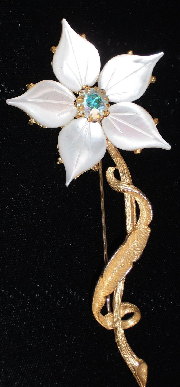 Mother of Pearl Flower Pin