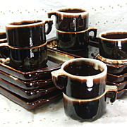 Rare Pfaltzgraff  Gourmet 16 pc / Serve 8 Snack Set Trays Mugs/Cups Brown Drip