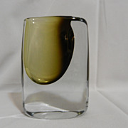 Vintage Stromberg Art Glass- B 952