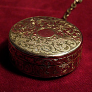 Gold-Filled Victorian Round Repoussed Powder Box