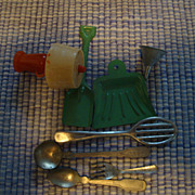 Lot of Vintage Miniatures Kitchen Pieces and Lamp