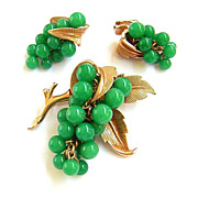 Vintage Boucher ~ Green Glass Bead Grape Cluster Brooch & Earrings Set