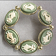 Vintage Green Cameo Circle Brooch Pin