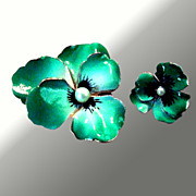 Vintage Green Enamel Pansy Pin Set