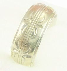 Vintage Art Deco Engraved 14 Karat White Gold Wedding Ring