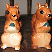 Vtg Japan Ceramic Erect Squirrels w Nuts Salt Pepper Shaker Set Plastic Stoppers