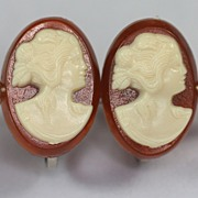 Vintage Screw Back Molded Resin Cameo Earrings