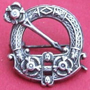 Vintage sterling silver hallmarked 1917 childs or dolls Celtic Scottish pin brooch