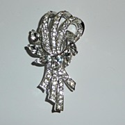 SALE Pretty Vintage White Rhinestone Brooch