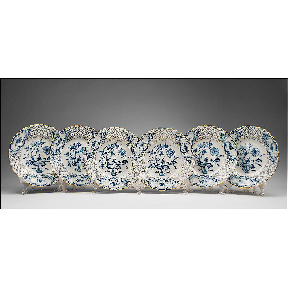 Set of 6 Meissen Blue Onion Reticulated Dessert Plates, Gilded