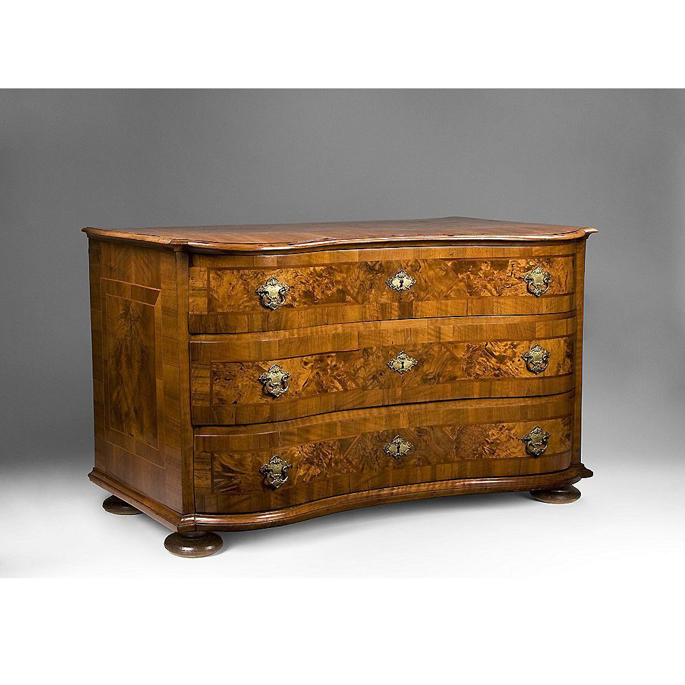 South German Crossbanded Walnut 18th Century Serpentine Commode or Chest