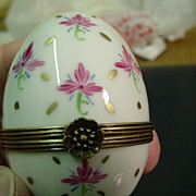 Authentic hand painted Egg Limoges box trinket signed by French artist