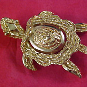 Adorable CROWN TRIFARI Gold Plate TURTLE Signed Brooch/Pin