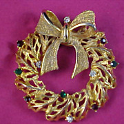 TANCER II - Mid Century Rhinestone  Swivel Bow Gold Plate Christmas Wreath Brooch/Pin
