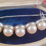Simulated Pearl Silver Tone Setting 1940's Brooch