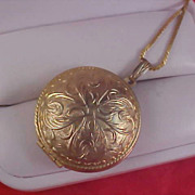 Ornate Round Gold Plate Locket Pendant
